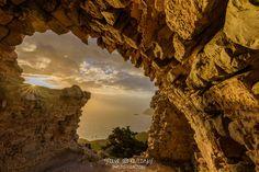 Stavros KesedakisΦίλοι Φωτογραφίας Ρόδου (Rhodes Photography Group)·   Ηλιοβασίλεμα στα απομεινάρια του κάστρου της Μονολίθου.....  Monolithos Rhodes sunset