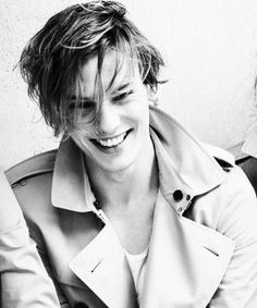 Jamie Campbell Bower great actor and even better singer...