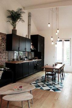 idée déco pas cher appartement, sol en parquet clair mosaique blanc noir