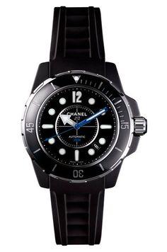 Une montre de plongée n'est pas juste bleue avec un bracelet en caoutchouc, elle doit répondre à des critères techniques précis répondant à la norme I...