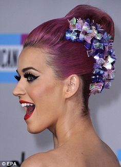Katy Perry gorgeous makeup ... For more makeup tips and reviews, check out my blog: Lookbylizlewis.blogspot.com