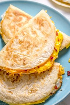 This breakfast quesadilla recipe might just become a staple breakfast rotation! Eggs, cheese and bacon are toasted inside soft tortillas. recipes for breakfast Breakfast Quesadillas Recipe (eggs, cheese, bacon) Breakfast Quesadilla, Bacon Breakfast, Quesadilla Recipes, Breakfast Dishes, Healthy Breakfast Recipes, Brunch Recipes, Breakfast Casserole, Breakfast Tortilla, Egg Tortilla