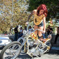 Pictures of people on their motorcycles Lady Biker, Biker Girl, Biker Baby, Female Motorcycle Riders, Old School Motorcycles, Motorcycle Garage, Motorcycle Girls, Chicks On Bikes, Scooter Bike