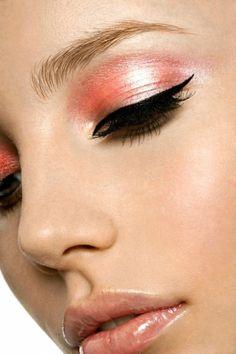 Shimmery salmon pink eyeshadow with black eyeliner cat eye makeup.SO PRETTY Pink Eye Makeup, Pink Eyeshadow, Love Makeup, Makeup Tips, Beauty Makeup, Makeup Looks, Hair Makeup, Peach Makeup, Makeup Art