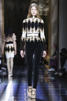 Balmain Fashion Show, ready-to-wear collection Fall Winter 2016 runway show in Paris Fashion Week #PFW