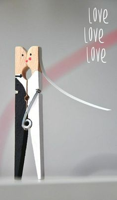 Newlyweds made from clothespins [DIY] and the duties of a T .- Brautpaar aus Wäscheklammern [DIY] und die Pflichten einer Trauzeugin – Bridal couple made of clothespins [DIY] and the duties of a maid of honor – - Wedding Shower Games, Couple Shower Games, Idee Diy, Maid Of Honor, Newlyweds, Beatles, Diy Gifts, Party Gifts, Wedding Cards