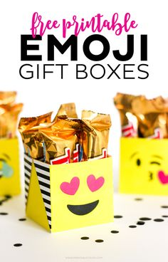 Download these FREE Printable Emoji Boxes for the gift or party decoration! I have ALL THE HEART EYES for these cute printables!