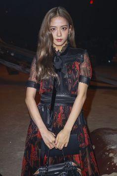 Blackpink Jisoo - Coach Show New York Fashion Week. Kpop Girl Groups, Korean Girl Groups, Kpop Girls, Blackpink Jisoo, Yg Entertainment, Fancy W, Black Pink ジス, Jenny Kim, Jennie Blackpink