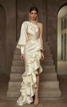 Classy Dress, Classy Outfits, Indian Designer Outfits, Designer Dresses, Stylish Dresses, Nice Dresses, Couture Fashion, Runway Fashion, Wedding Dress Bustle