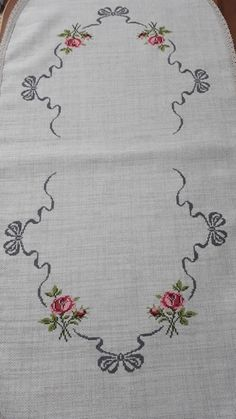 Hand Embroidery Designs, Embroidery Art, Cross Stitch Embroidery, Cross Stitch Rose, Cross Stitch Flowers, Cross Stitch Designs, Cross Stitch Patterns, Paper Folding, Table Runners