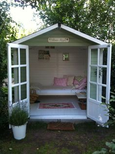Elves office … A friend's new garden shed, aptly called Älvas Stuga, which means an elf's holiday home. Backyard Sheds, Backyard Landscaping, Summer House Garden, Home And Garden, Summer House Interiors, She Sheds, Shed Design, Roof Design, Design Design