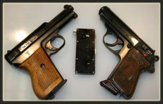 .32 Walther PPK .32 Mauser model 1934 German guns in Nation's Gun Show display