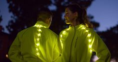If you're worried about not being seen when out exercising at night, a new innovative safety LED jacket from Badger Gear could definitely ease your mind. Smart Textiles, Holography, All Of The Lights, Smart Outfit, Wearable Technology, Led Lampe, Fitness Fashion, Women's Fashion, Sport Wear