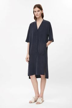 This long v-neck shirt dress is made from pure silk with a soft, lightweight feel. Loose and oversized, it has rounded front pockets, a split hemline…