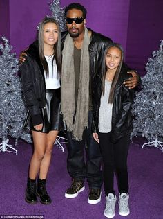 nice Shawn Wayans and his Daughters. My Black Is Beautiful, Beautiful Family, Black Love, Simply Beautiful, Black Celebrities, Famous Celebrities, Celebs, Daddys Little Girls, Daddys Girl
