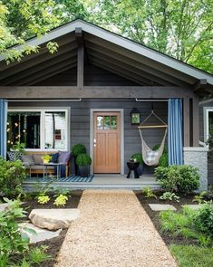 15 Exterior Home Design Ideas Inspire You With Spectacular Tips Here! Ranch house exterior and interior design Farmhouse Front Porches, Rustic Farmhouse, Farmhouse Ideas, Farmhouse Style, Bungalows, Craftsman Door, Craftsman Exterior, Ranch Exterior, Craftsman Style