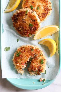 Shrimp Cakes - Skinnytaste Skinny Recipes, Ww Recipes, Fish Recipes, Seafood Recipes, Dinner Recipes, Cooking Recipes, Healthy Recipes, Skinnytaste Recipes, Gastronomia