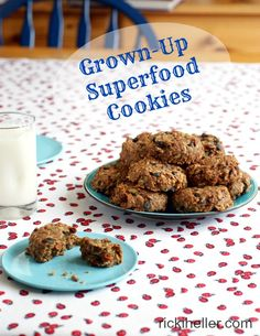 Grown Up Superfood Cookies: like a supercharged chocolate chip-oatmeal cookie, except #vegan, refined #sugarfree and #glutenfree! Actually good for you! | rickiheller.com