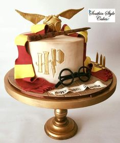 Harry Potter Cupcakes, Harry Potter Motto Party, Harry Potter Desserts, Bolo Harry Potter, Harry Potter Candy, Gateau Harry Potter, Harry Potter Birthday Cake, Harry Birthday, Harry Potter Food
