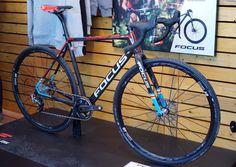 2017-Focus-Mares-CX-CarbonForce-cyclocross-bike01