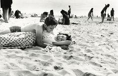 Coney Island lovers, 1946 - by Arthur Leipzig (1918 - 2014), USA