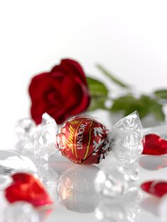 Irresistible smooth LINDOR truffles make perfect gifts for Valentine's day!