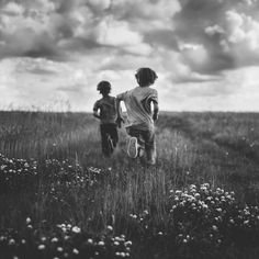 8 Quick tips to get the perfect black and white photo black and white picture of boys running in a field by Andrea Brooke Photography People Photography, Black And White Photography, Family Photography, Landscape Photography, Nature Photography, Photography Portraits, Grunge Photography, Photography Guide, Photography Flowers