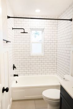 Small Bathtub Ideas - Don't hesitate of large items in a small shower room. A huge mirror over a tub develops the illusion of a larger room. Run tile from the shower room floor directly into the shower delay. It makes the area feel bigger. White Subway Tile Bathroom, Marble Bathrooms, Modern Bathrooms, Master Bathrooms, Dream Bathrooms, Subway Tile In Shower, White Tiles Black Grout, Bathroom Black, Luxury Bathrooms