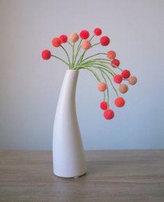 Pom Pom Flowers, Felt Flower Bouquet, Felt Flowers, Paper Flowers, Pom Poms, Crafts To Sell, Easy Crafts, Diy And Crafts, Crafts For Kids