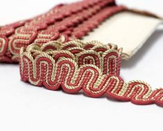 Classic vintage passementerie trim in pink and beige. Suitable for vintage and cottage chic home decor projects as chair upholstery, cushion trims, lampshades or curtain edging. This listing is for 1 meter - 3.3 feet Height 2.5 cm - 1 In good new old stock condition. If You want more info,