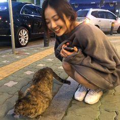 """엘리스(ELRIS) on Twitter: """"#혜성 집사로 선택 받은건가… """" Aesthetic Women, Korean Aesthetic, Aesthetic Photo, Aesthetic Girl, Aesthetic Pictures, Ulzzang Korea, Ulzzang Girl, Applis Photo, Photo Dump"""
