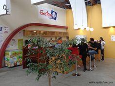 Dentro del MIC existe la Cafetería Einstein para tomar un refrigerio sin salir del lugar. Los precios son razonables y la atención es muy buena.