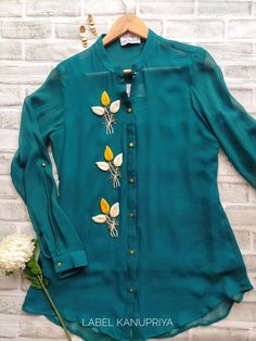 Stylish Tops For Women, Stylish Dresses For Girls, Stylish Dress Designs, Kurta Designs Women, Blouse Designs, Girls Top Design, Sleeves Designs For Dresses, Fancy Tops, Kurti Designs Party Wear