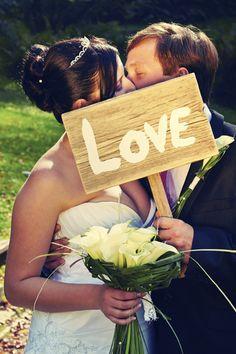 Die romantischsten Hochzeitsküsse: http://www.gofeminin.de/hochzeit/album1194221/hochzeitskusse-0.html