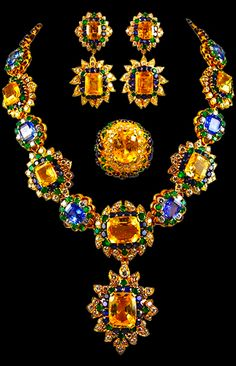 MAGNIFICENT VAN CLEEF & ARPELS Parure of flower bursts of superb Golden Sapphires and Cornflower Blue Sapphires, surrounded by blue sapphires, diamond and emeralds 1970