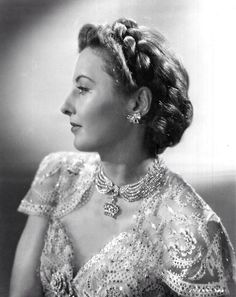 """silverscreenstars: """" If you haven't seen the Lady Eve I highly recommend it """" Barbara Stanwyck Old Hollywood Stars, Hollywood Icons, Hollywood Fashion, Golden Age Of Hollywood, Vintage Hollywood, Hollywood Glamour, Classic Hollywood, Hollywood Style, Barbara Stanwyck"""