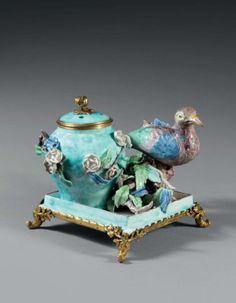 Pot pourri polychrome monté en bronze doré - porcelaine de Chantilly