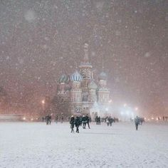 Snowfall in Moscow, Russia. Who has been to Russia, what did you think? 📷 Photo by: Best Vacation Spots, Best Vacations, Moscow Winter, Travel Around The World, Around The Worlds, Destinations, Winter Scenery, Destination Voyage, Moscow Russia