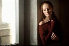 """1. Портрет с мягким """"рембрандтом"""" от окна или в подобных условиях (85 мм, f2.8-4)"""