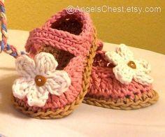 Crochet pattern: booties w/flower.