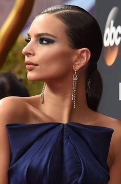 We're charting the best beauty looks from the 2016 Emmys, including Kirsten Dunst, Emily Ratajkowski and Sophie Turner. Celebrity Red Carpet, Celebrity Makeup, Red Carpet Makeup, Kirsten Dunst, Emily Ratajkowski, Celebrity Hairstyles, Makeup Looks, Hair Makeup, Glamour