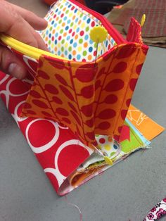 Sewalong for the Sew Together bag, but can apply to the Blossom bag to get rid of gaps between the divider panels.