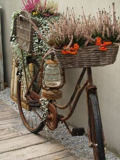 Upcycling Gartendeko selber machen – 70 ganz einfache Gartenideen mit WOW-Effekt – Freshideen Gartendeko self-make – 70 very simple garden ideas with WOW effect – Fresh ideas- # Decoration Bicycle Decor, Bicycle Art, Deco Nature, Recycled Garden, Rustic Gardens, Diy Garden Decor, Garden Decorations, Outdoor Garden Decor, Garden Seating