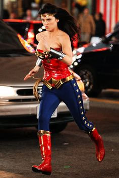 'Wonder Woman' action shots: Adrianne Palicki gets new costume -- PHOTOS Wonder Woman Comic, Wonder Women, Adrienne Palicki, Batgirl Cosplay, Linda Carter, Old Tv Shows, American Comics, Gal Gadot, Marvel Dc Comics