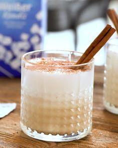 Winter vodka chai latte Winterlicher Wodka-Chai-Latte Make your chai latte a creamy cocktail [in cooperation with Diamant Zucker] Cocktail Vodka, Gin Cocktail Recipes, Vodka Cocktails, Drinks Alcohol Recipes, Non Alcoholic Drinks, Tea Recipes, Chai Latte, Strawberry Banana Milkshake, Café Vintage