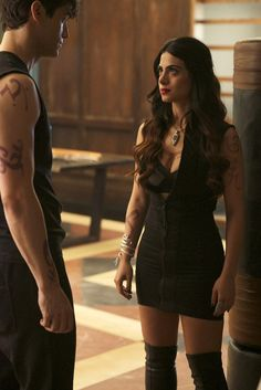 """Shadowhunterts 1x06 """"Of Men And Angels"""" Isabelle and Alec"""