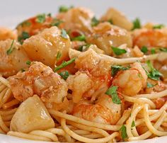 Seafood spaghetti recipe.Looking for the best spaghetti recipe?Here is one of the best spaghetti recipes-seafood spaghetti,which include many seafood products,such as shrimps,mussels,clams.