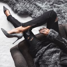 Reposting @mariekebosscher: G R E Y  D A Y S 💫 fifty shades of.. . #allgreyeverything #greyday #denimaddict  Credit: @fashionedchicstyling