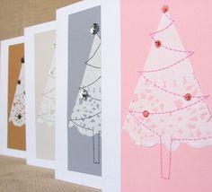 Ein süßer Weihnachtsbaum Design in einer Zusammenstellung von vier Farben...  Mein Weihnachtsbaum-Design wird aus einer Scheibe ein Papier Deckchen, die Maschine genäht, eine Hintergrund-Karte und eine kleine Pailletten und Perlen Weihnachtsschmuck von Hand genäht ist. Auf einem Recycling Karton montiert, so gibt es keine Nähte sichtbar innerhalb der Karte. Innerhalb Ihrer eigenen Nachricht leer gelassen. Dieses Set enthält vier Karten und vier Umschläge. Karten messen 10,5 x 14,8 cm (ca. 4…