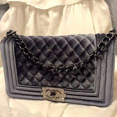 New Grey Bag! Beautiful Brand New Grey Le boy style bag! Gorgeous look and long chain. Bags Shoulder Bags